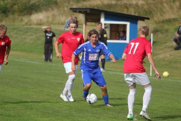 Daniel Eriksson har bestämt sig för att lämna Morlanda GoIF. MIttbacken och lagkaptenen återvänder till Henån som han spelat för tidigare i karriären.