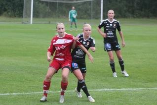 Även Josefine Jakobson, Stenungsunds IF, kan vara på väg tillbaka till klubben hon spelade för tidigare.