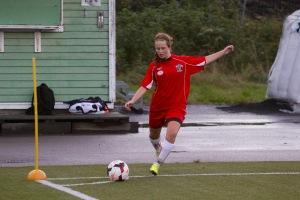 Emelie Larsson gjorde 33 mål i år och vann skytteligan i division 2. Men inte nog med det. Hon gjorde 24 i fyran och vann även den!