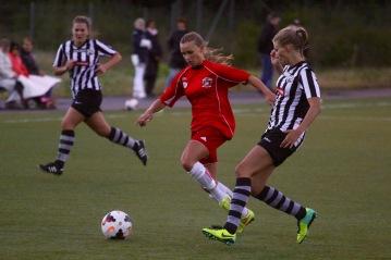 Ilona Thörner väljer att stanna i Tjörns DFF trots att hon blivit uppvaktad utav Stenungsunds IF.